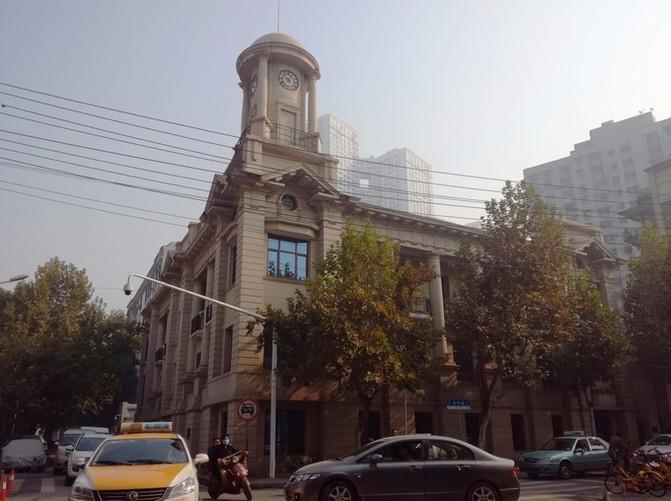 中间与上海路,南京路,青岛路,北京路,天津路,合作路,兰陵路,黎黄陂路