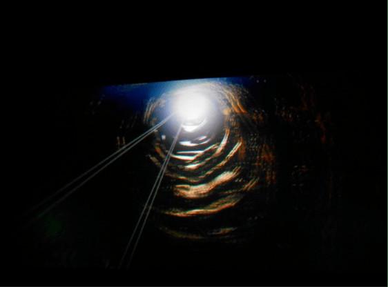 电梯4d地面《大地震》里的其中一幕个人,说乘一部场景从地心去了这是四电影英文微电影剧本图片