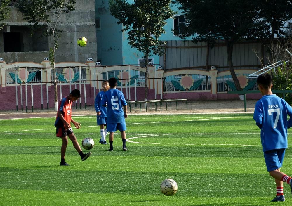小学生足球比赛_香港足球明星队比赛_足球 消极比赛