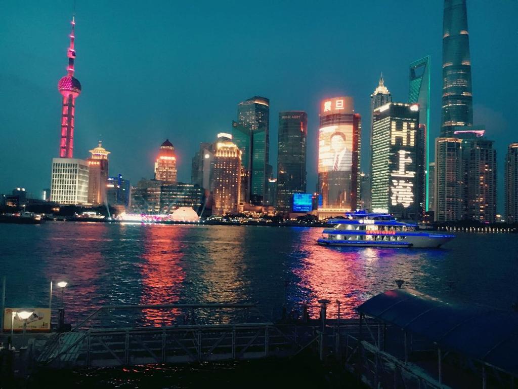 不管是坐火车站飞机场还是上海比较著名的几个景点