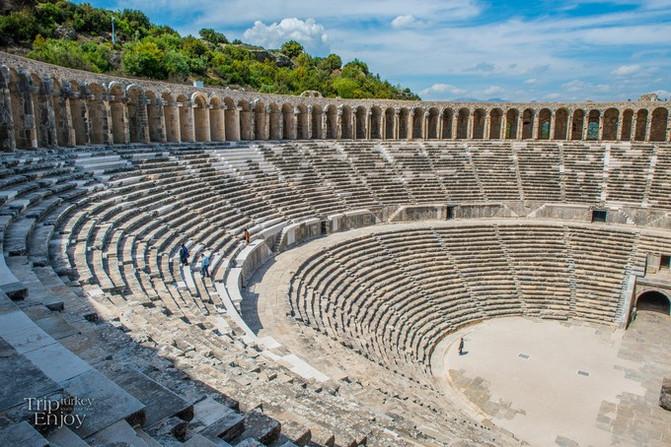 阿斯潘多斯圆形剧场