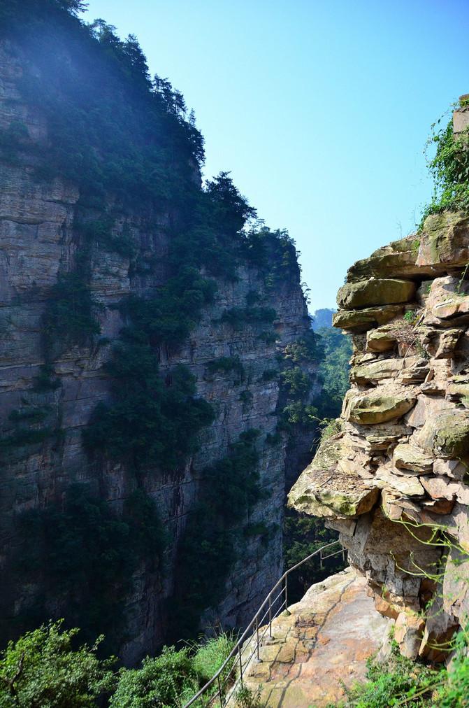 张家界国家森林公园 乌龙寨:杨家界景区中最为奇险的一个地方,以前是