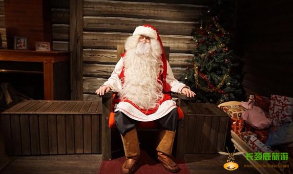 走进圣诞老人住的大木屋