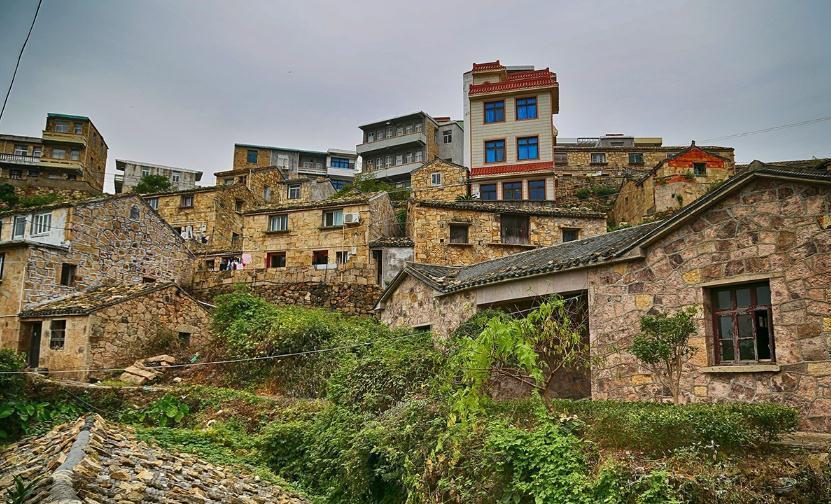 一大片石头房子依山而建,面朝大海春暖花开 温岭石塘,台风常常在这里