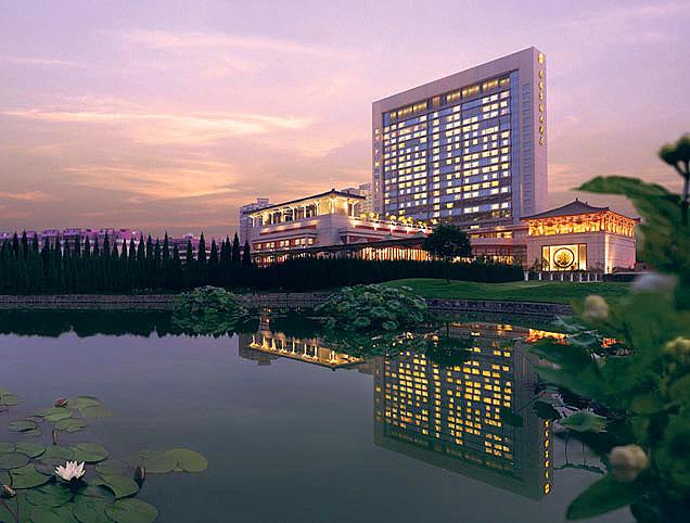 西安香格里拉大酒店离咸阳国际机场有多少距离?