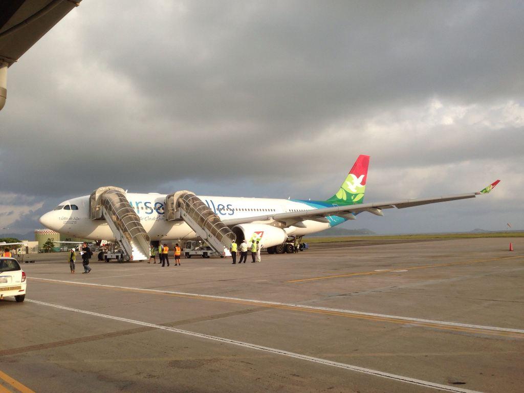 感觉很多旅游岛国的航空公司的飞机涂装都很鲜艳.