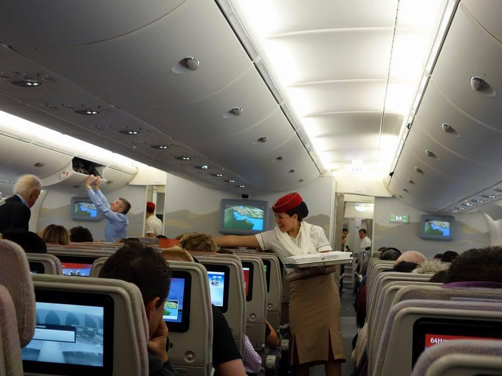 迪拜 这是飞机上的早餐.午餐和晚餐还要丰盛,并提供各种酒水.