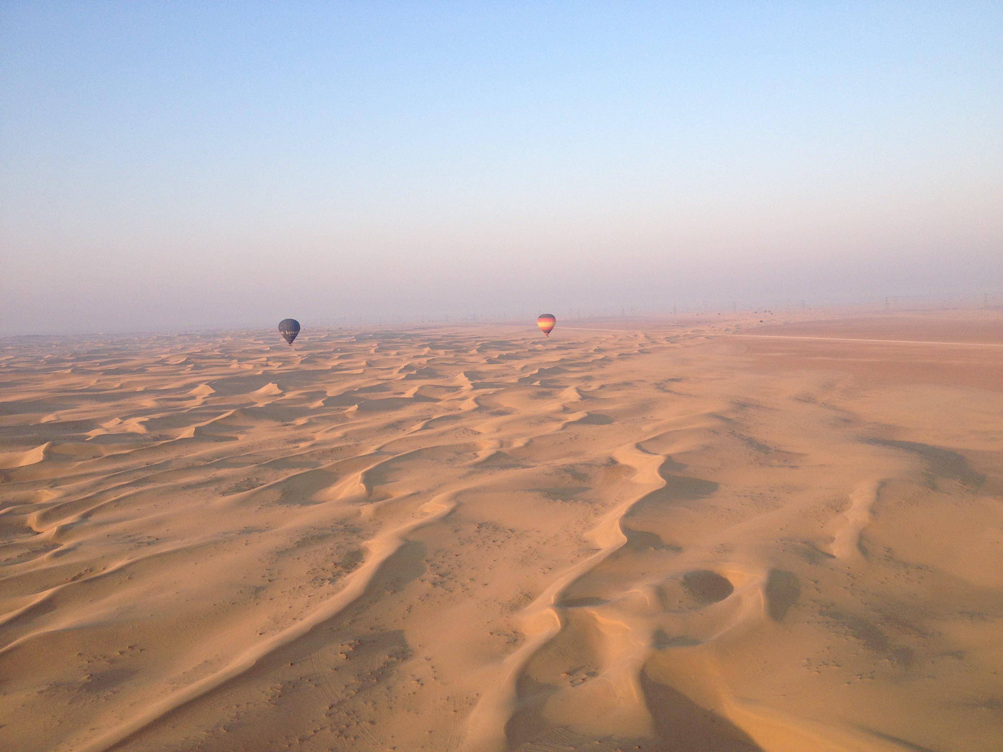 阿拉伯沙漠热气球图片