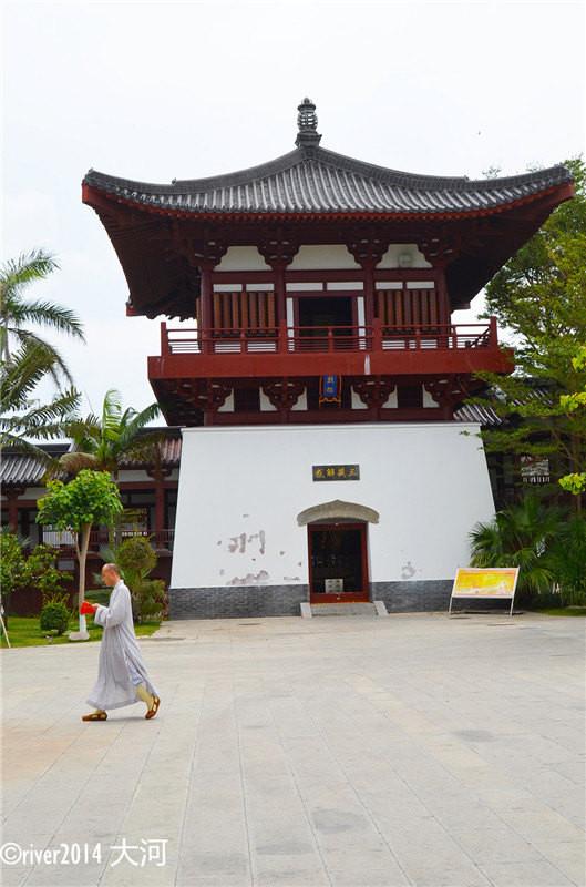 南山寺一侧新建了一座多宝佛塔