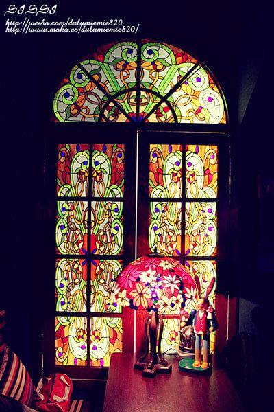 欧式教堂的彩色琉璃窗好美