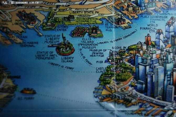 我在纽约买的手绘地图,可以看到埃利斯岛的西南方向是自由岛.