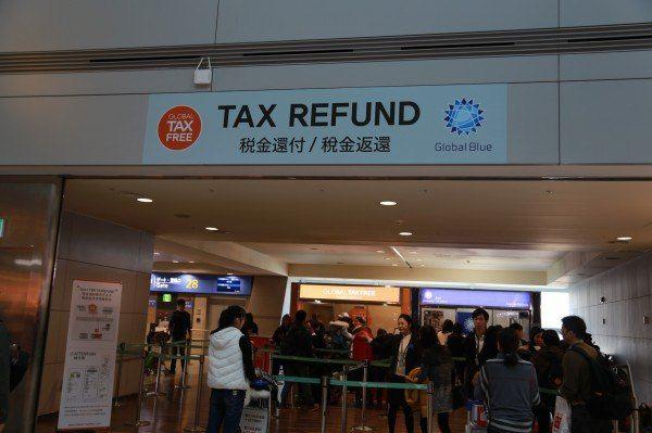 韩国机场退税的地方.回来的时候看到那些中国人排队呦.
