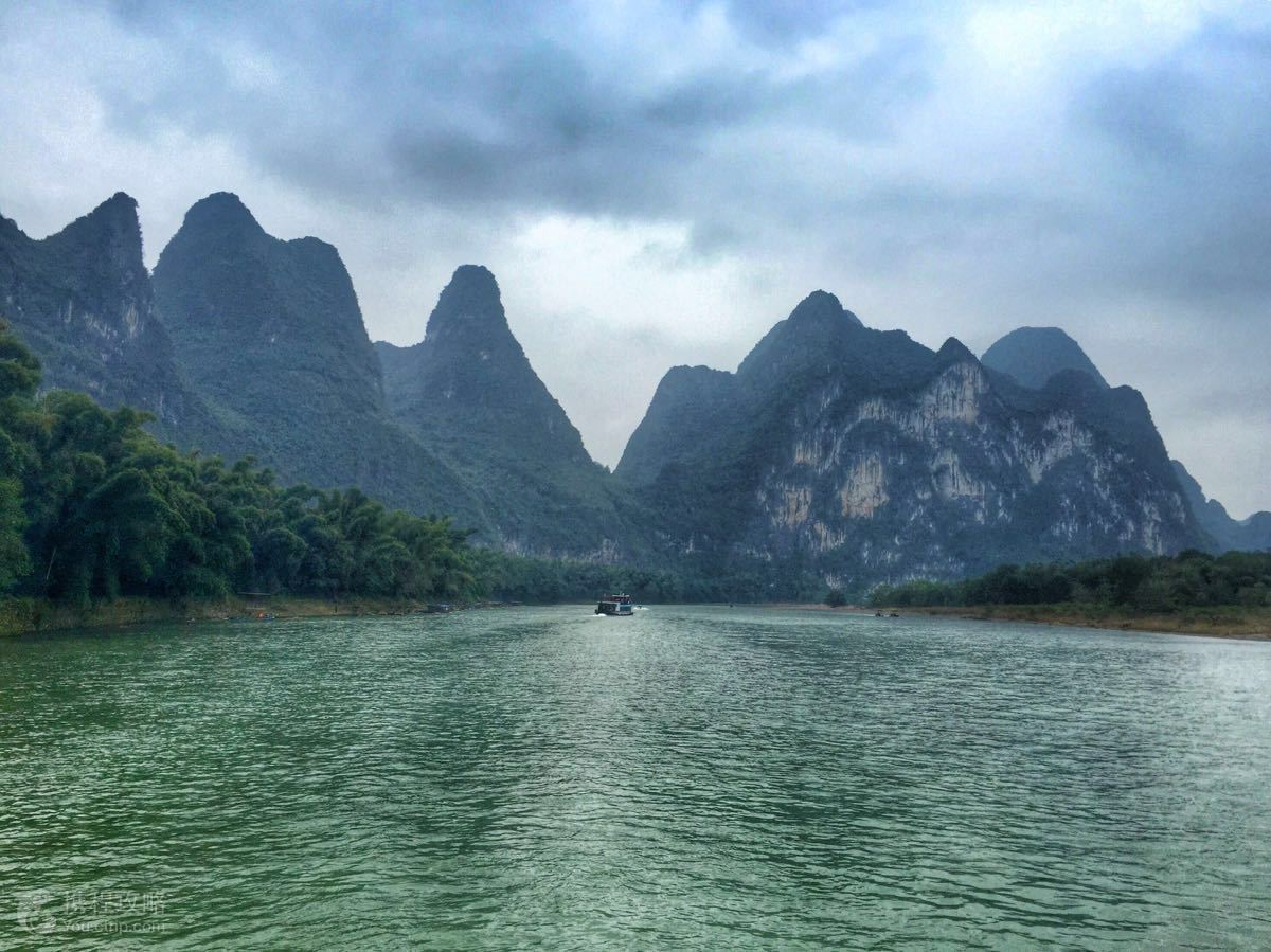 《桂林山水甲天下》,而漓江风景区又是世界上规模最