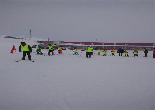 sport滑雪场位于乌鲁木齐南山水西沟镇羊圈沟风景区