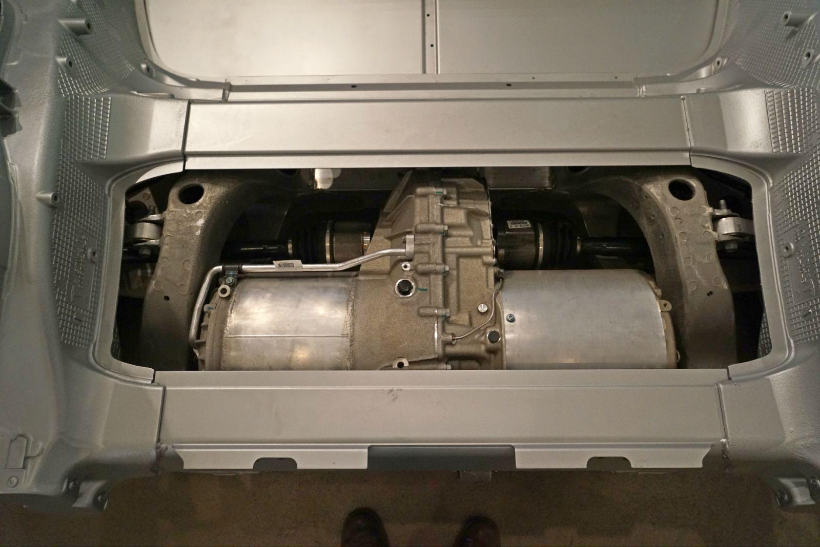特斯拉汽车所用的交流感应电机的工作原理其实是尼古拉·特斯拉
