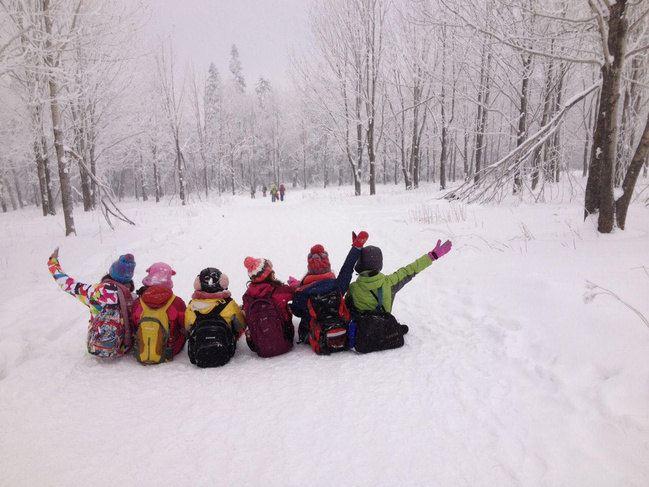在雪地里怎么拍都好看,背影也如此动人