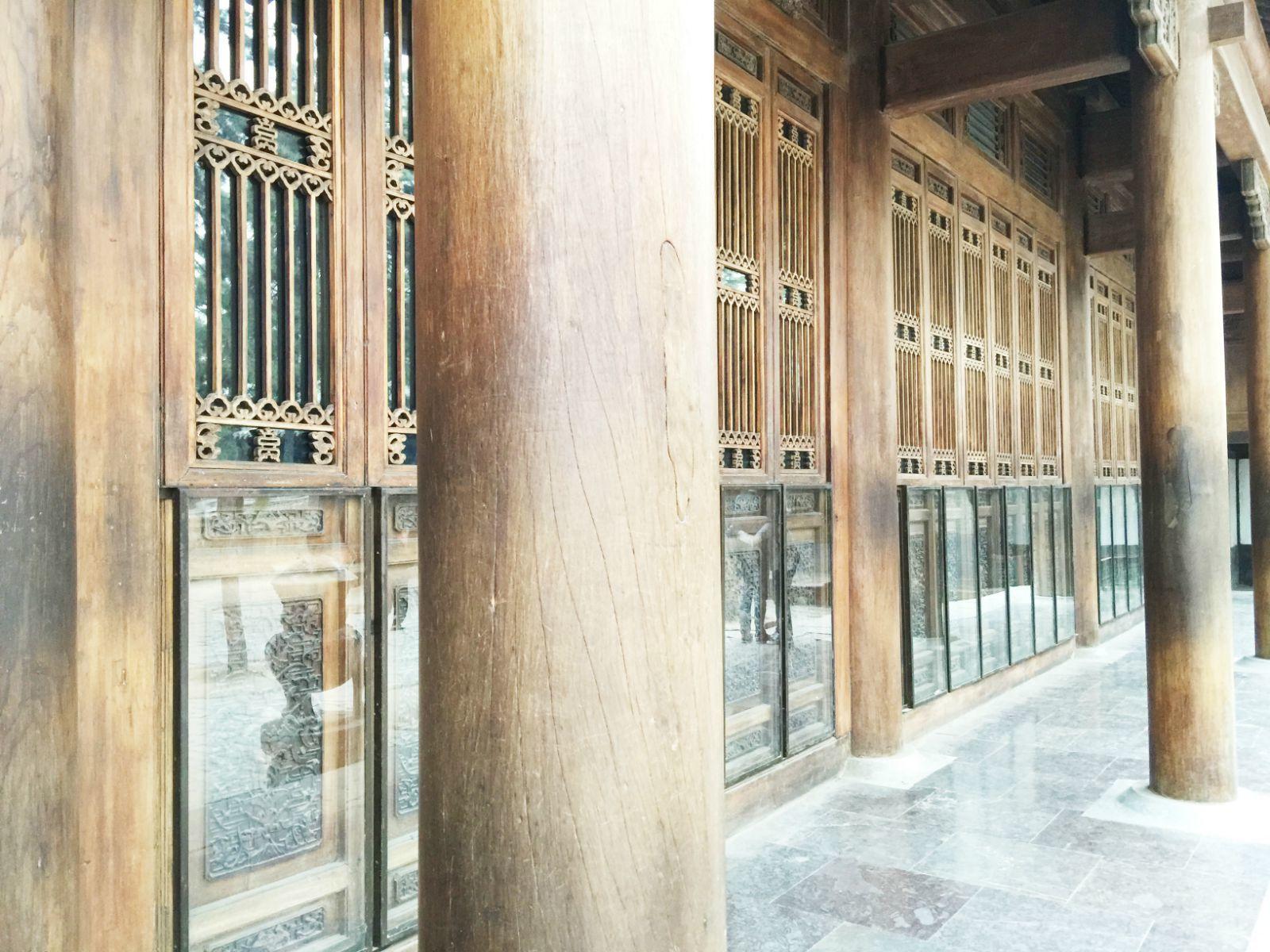 全部由金丝楠木建造,是山庄内唯一的金丝楠木宫殿.