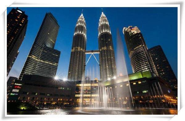 广州塔和马来西亚双子塔高度对比