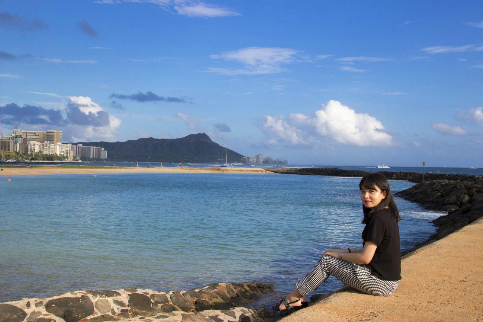 很多人都问过我,夏威夷这种度假风特别浓的地方除了下海玩水晒太阳之外还有什么好玩的,这次就来给大家说一说。夏威夷不同于马代、毛里求斯,不仅有无敌海景和绿树白沙,同时食物也是非常美味,各国风味都可以吃到,从繁华都市到无人荒野,样样都有。 这是我第三次去夏威夷,夏威夷是日本人最爱的旅游地,针对日本人的各项服务特别全面,所以会说日语的话在夏威夷行走会很方便,而且现任州长也是日裔。