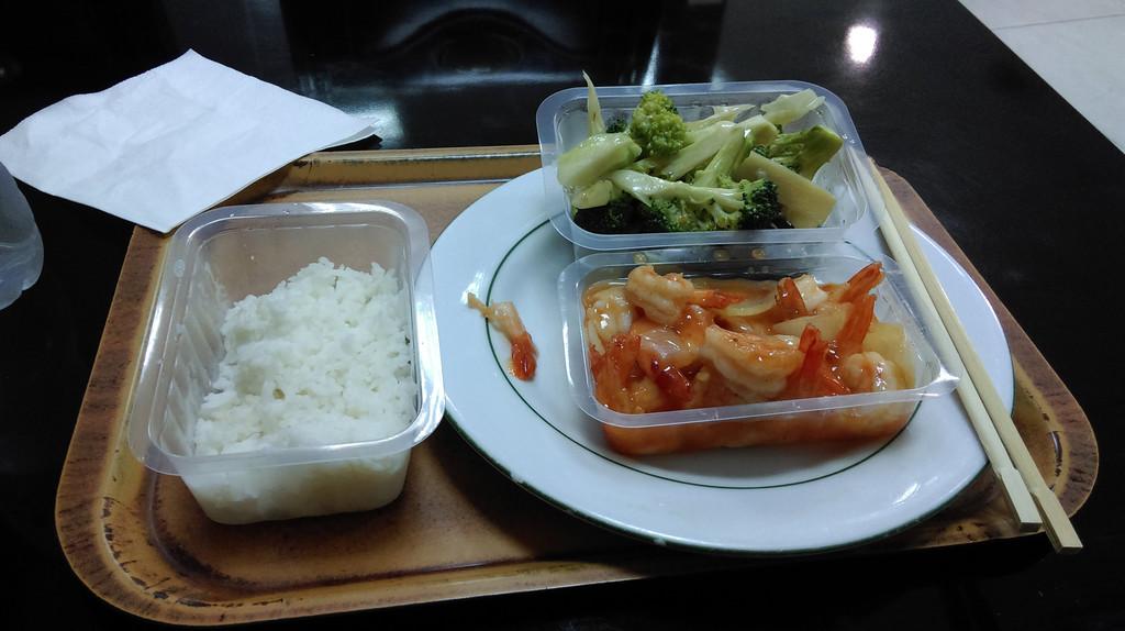 中餐厅的中式快餐,大锅菜微波炉里热一下端上来
