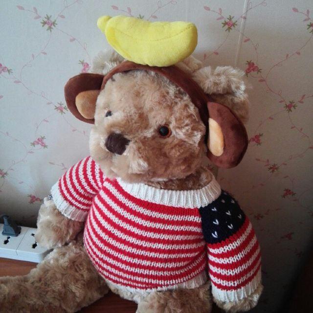 乐天的纪念品,带香蕉的小猴子头饰和小羊咩咩