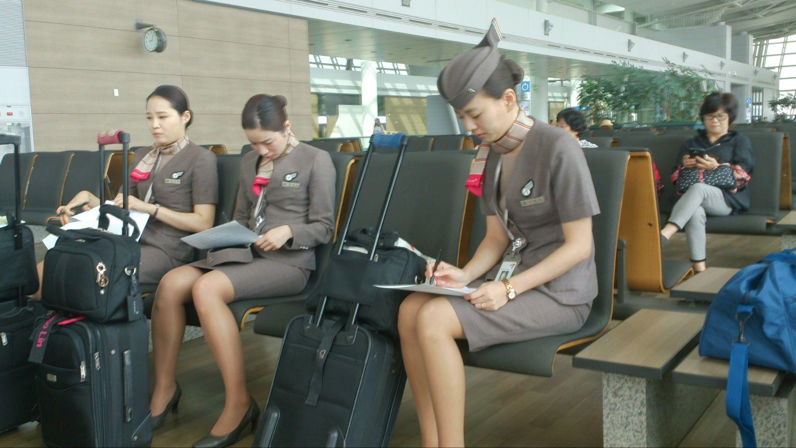 韩亚航空空姐_韩亚航空空姐们