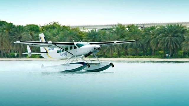 水上飞机分为船身式(即按水面滑行要求设计的特殊形状的机身)或浮筒