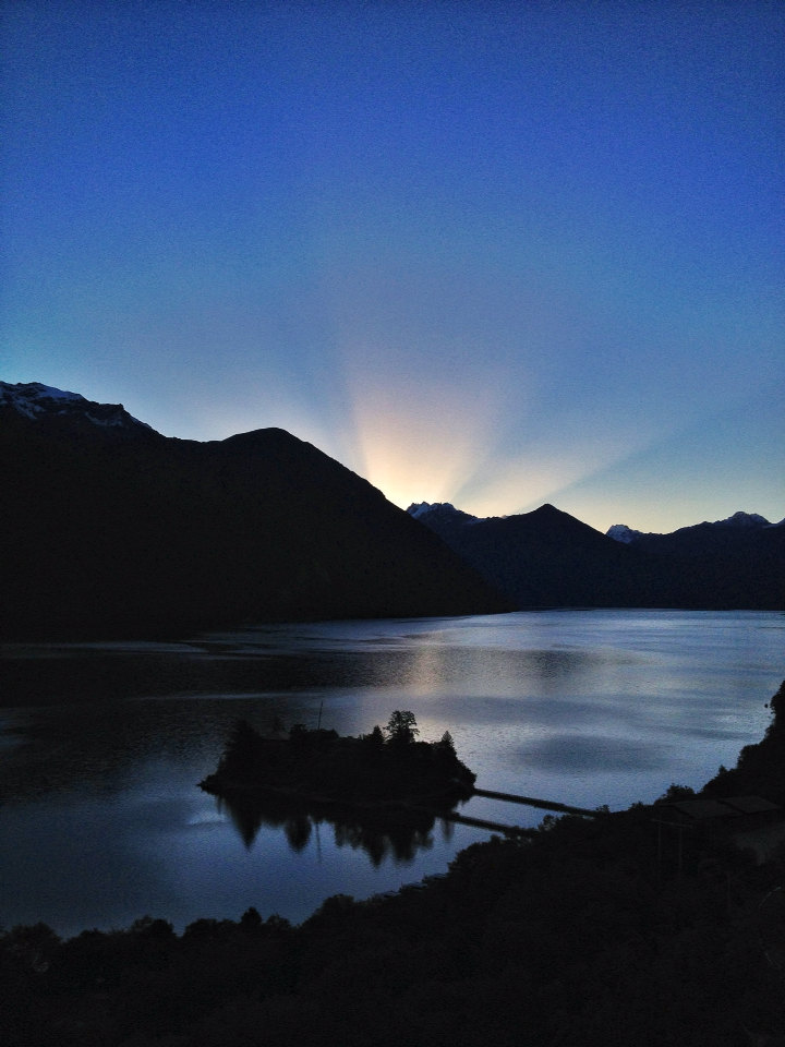 措高湖日出.光芒万丈.