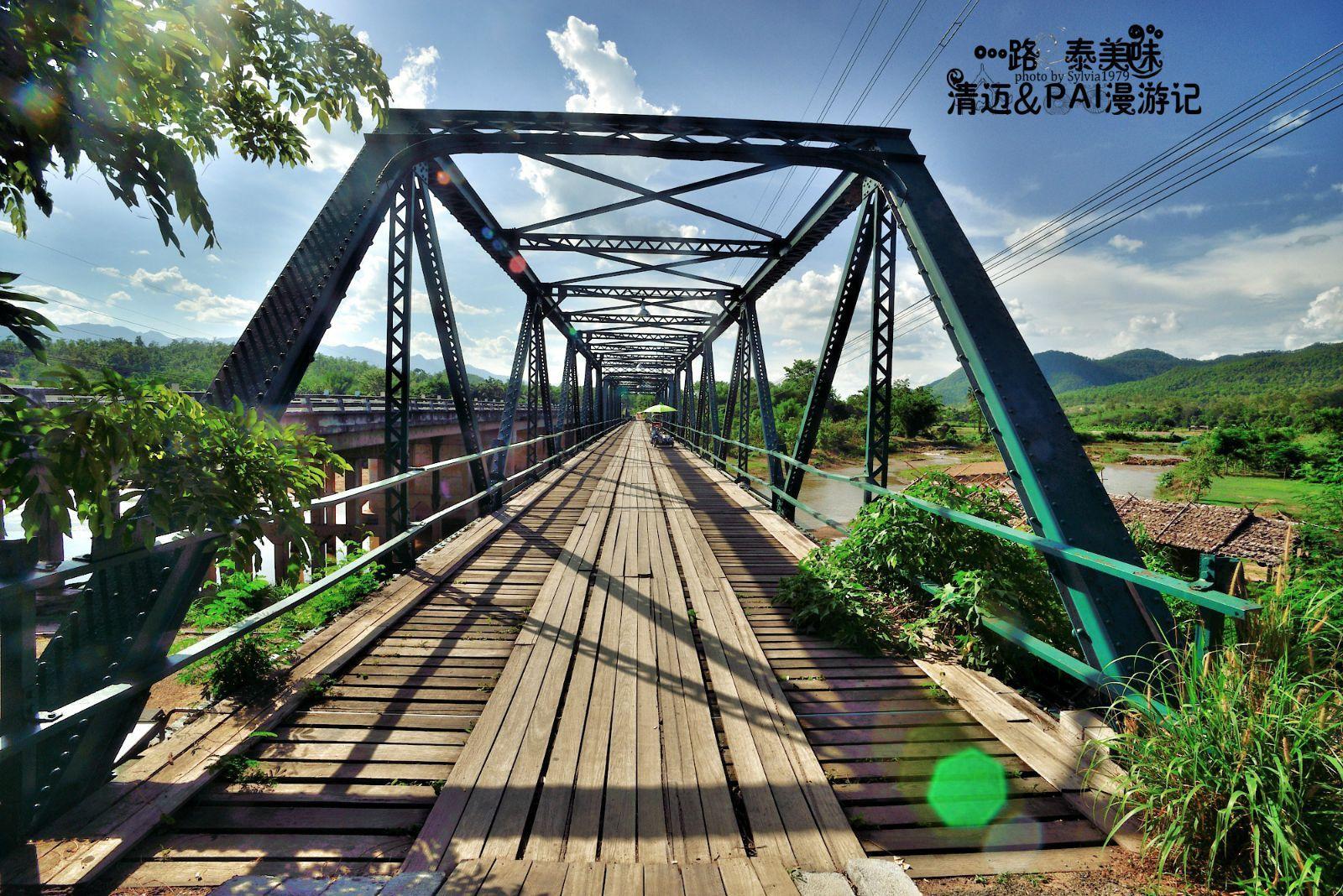 纪念桥乍看荒废已久,其实每年旅游旺季都有成千上万泰国游客到此造访.
