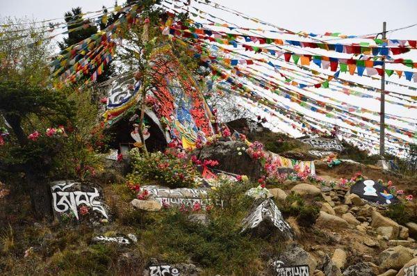 塔公寺是藏传佛教萨迦派的著名寺庙之一