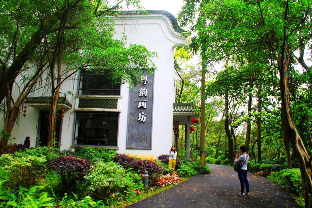 月溪书院,文轩书院均是岭南园林建筑,里面小桥流水,树绿花香,配上优雅