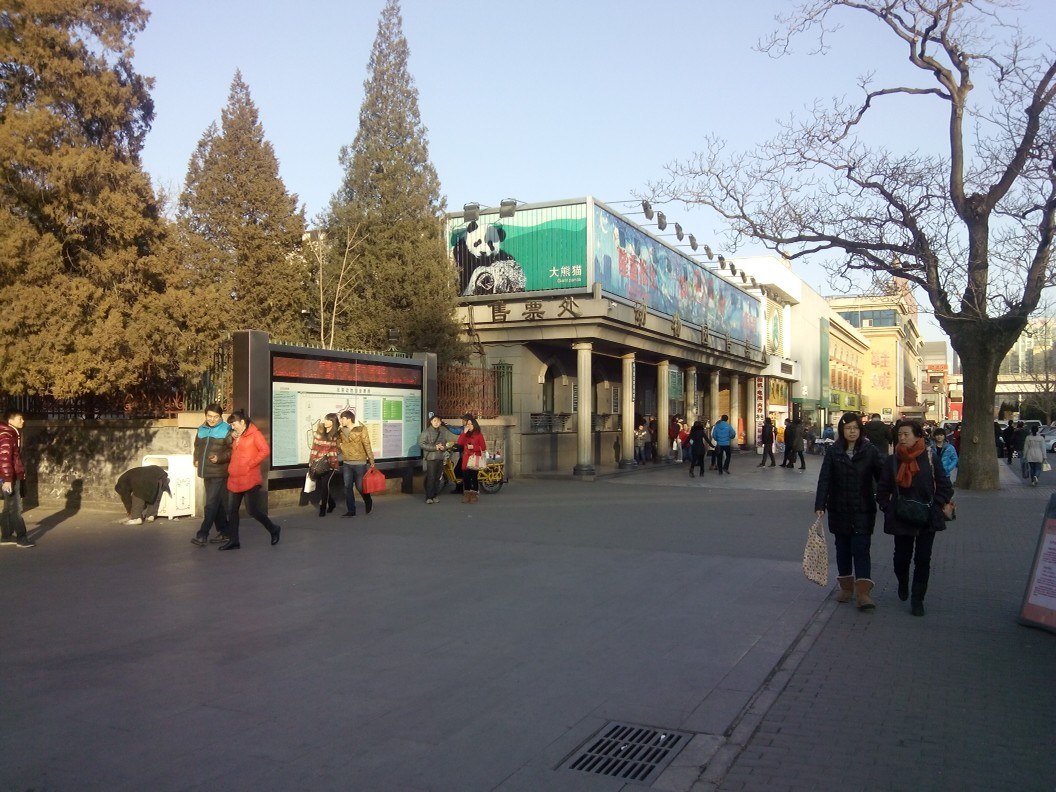 威海栖霞门野生动物园和厦门海沧野生动物园都很好,让人很难忘.