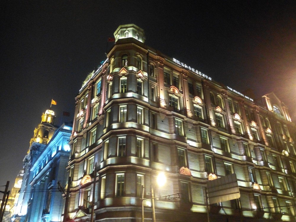 万国建筑群,很绚烂的灯光.