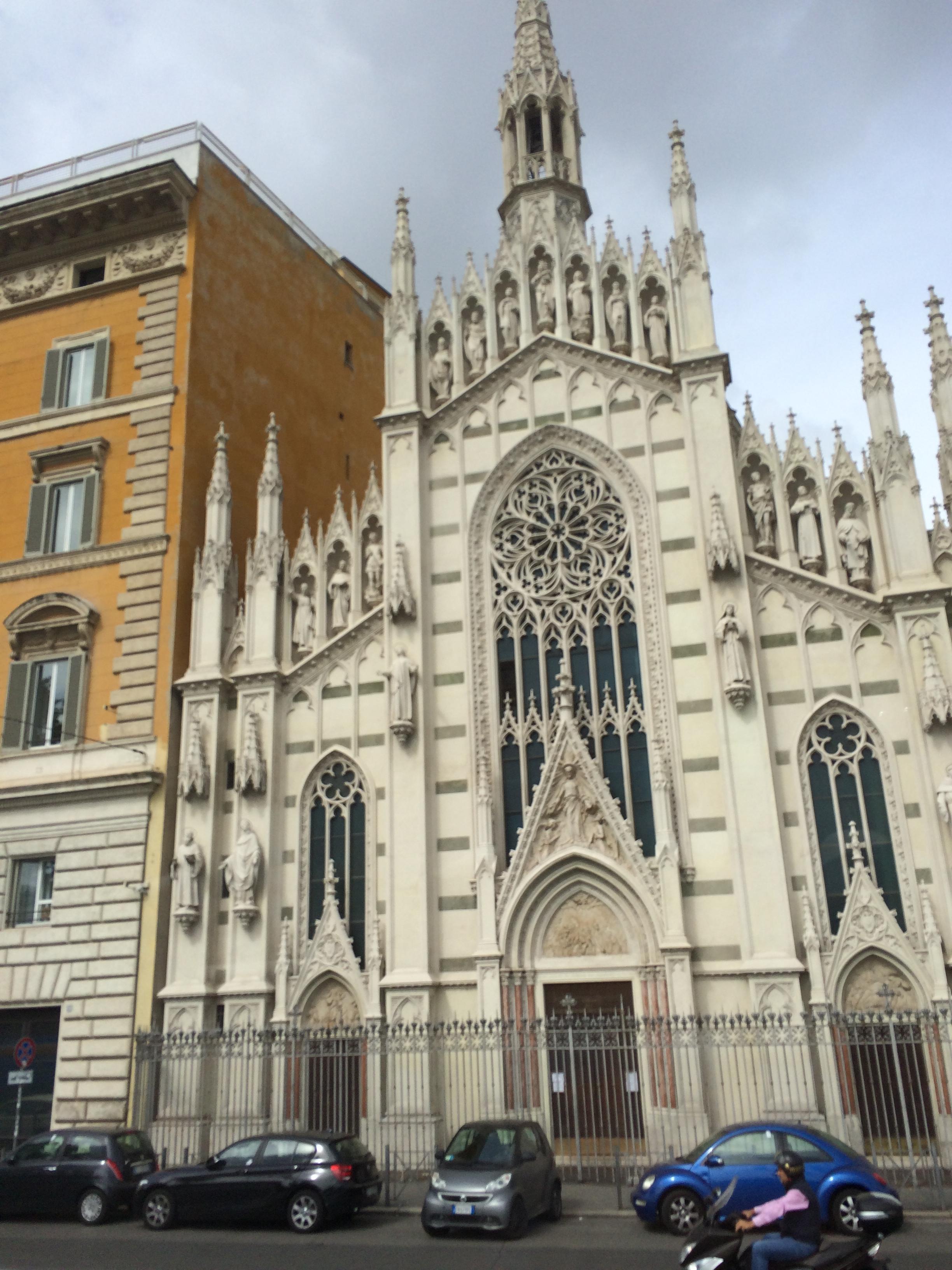 圆柱顶站立着罗马天主教会史上的圣男