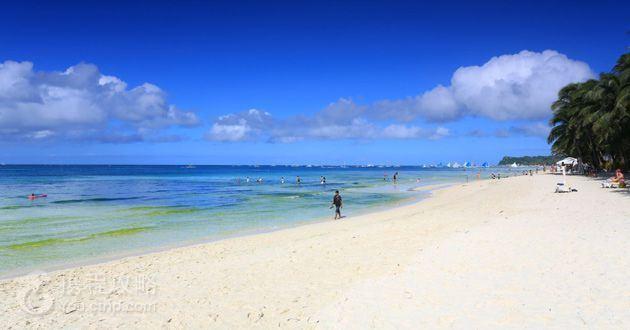 行驶距离: 约10公里 | 行驶时间: 约20分钟 | 游览时间: 约6小时 自由活动: 今日享受没有MORING CALL的早晨,在饭店中享受早餐后,全日自由活动.在四公里细白沙滩上漫步,蓝天碧海加上原始风光,白沙滩、阳光及清澈海景,诗情画意美景。可选择轻松自在的享受饭店设施,或亦可参加户外休闲自费活动。 旅游Tip2----活力长滩: 【BANANA香蕉船】这是海上活动最经典也是最普遍的项目,更是许多人出国必玩的活动之一,不用高超的技术、不用 过人的胆识,只要带着超HIGH的心情就可以啦。其它水上项目