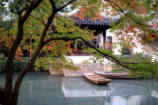 拙政园西侧就是苏州博物馆,附近还有狮子林,苏州民俗博物馆等景点,可
