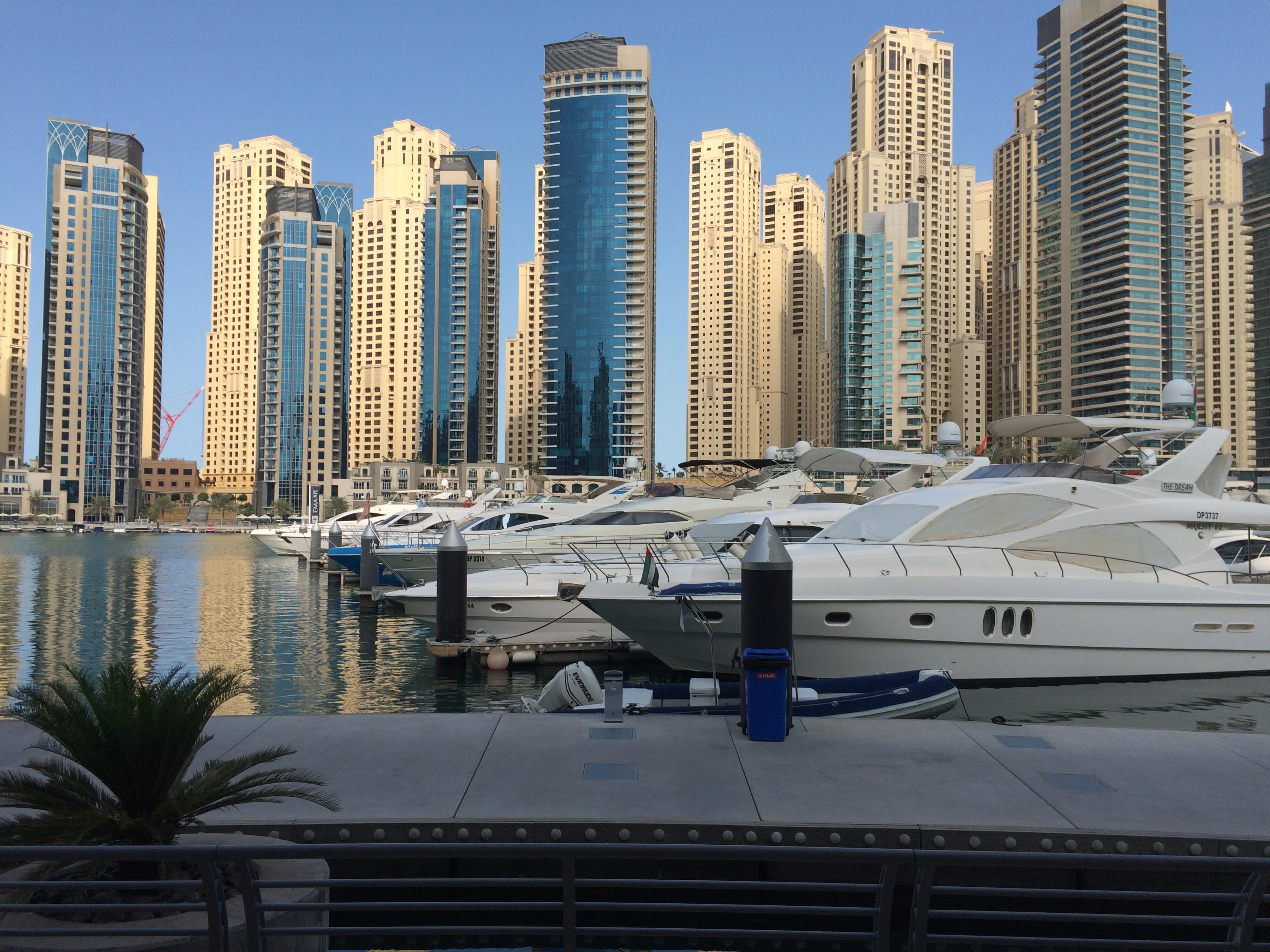 迪拜码头 旋转的拧巴大楼,迪拜的建筑讲究各具特性,建筑师有充分的发