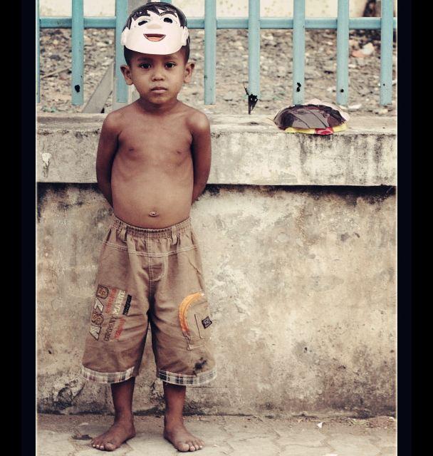 下面分别介绍其衣食住行         (一)衣       柬埔寨人的衣着多朴素