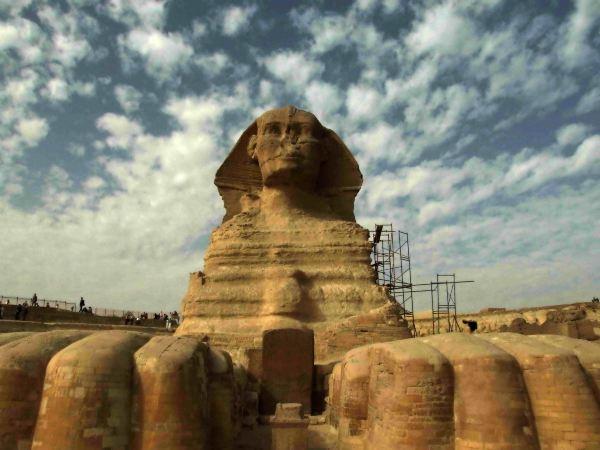 古埃及人崇拜狮子,认为狮子是力量的化身;狮身加上