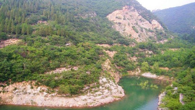 合理开发建设虎头山森林公园,充分发挥名人名地效应,积极兴办旅游产业