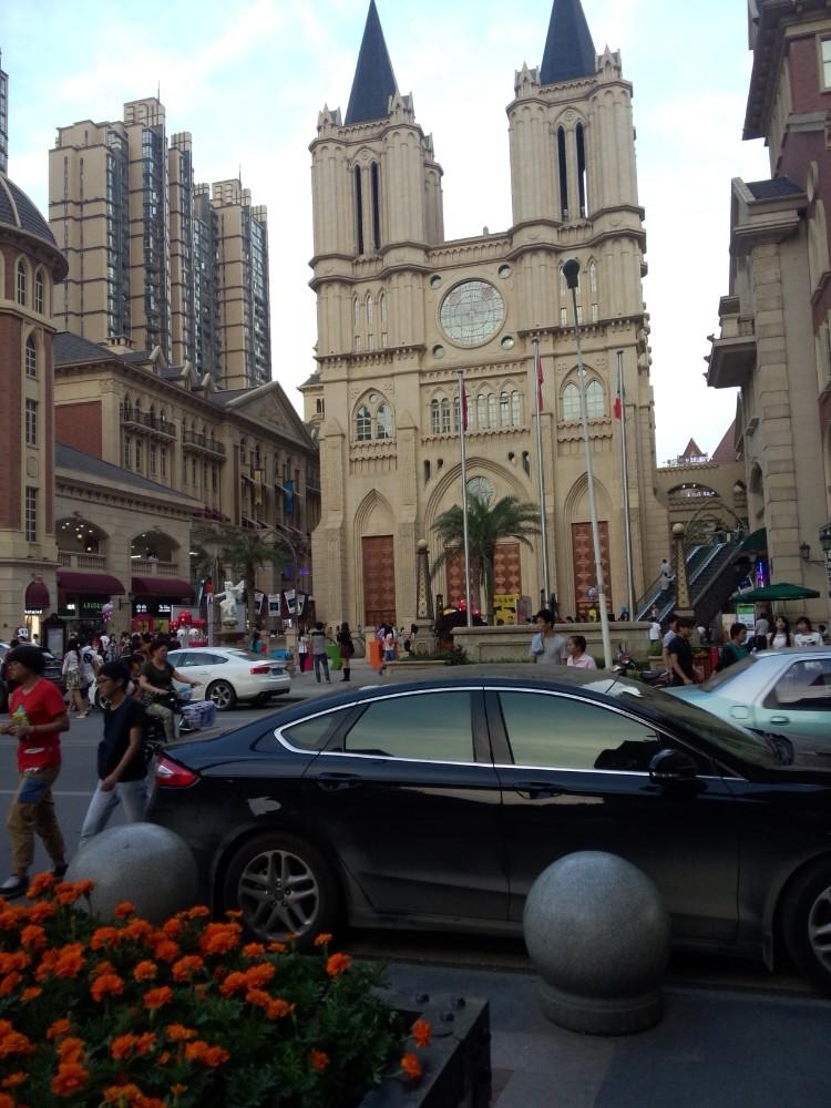 西班牙斗牛广场,欧洲建筑带你走进繁华光谷步行街图片