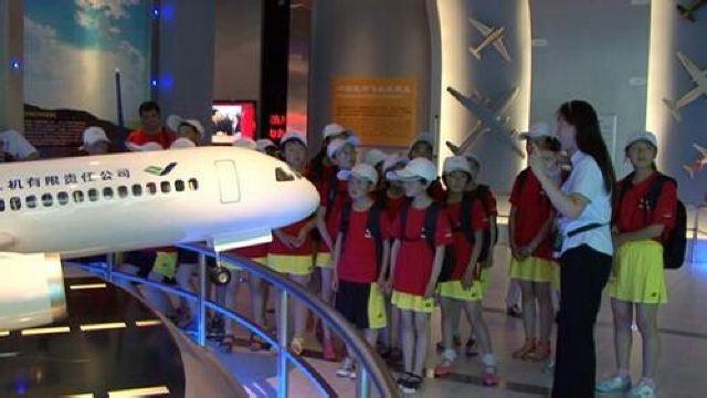 """《上海航空科普馆》共设三层约2000平方米,分别由""""走近中国大飞机"""","""""""