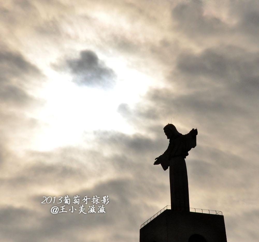 除了巴西里约热内卢,葡萄牙里斯本也有一座大基督耶稣像.