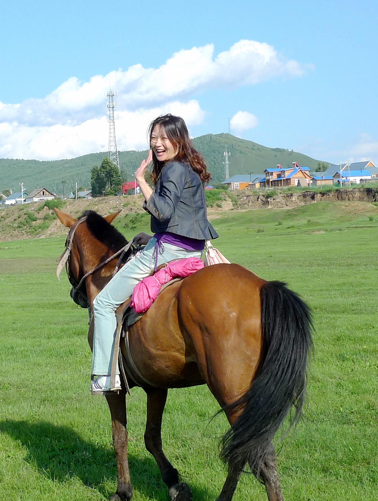 壁纸 草原 动物 马 骑马