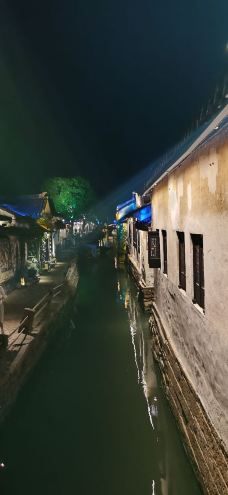 贞丰文化街-周庄-趴在墙头