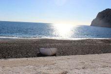 卡马利黑沙滩-圣托里尼-环游世界的黛恩恩