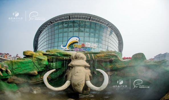 "<p class=""inset-p"">海昌极地海洋世界位于天津市塘沽区南侧,是天津市最大的海洋水族馆和极地乐园,来此可以观赏各种水生和极地动物,观看精彩的动物表演,是周末放松娱乐的乐园,也是带小朋友出游的好去处。</p><p class=""inset-p"">极地海洋世界内分为极地动物展示区、海底隧道区、白鲸展区、珊瑚展区和科普馆几大展区,在这里可以看到可爱的企鹅、白鲸和众多的海洋动物,还能在触摸池里亲手触摸各种鱼类、虾类、蟹类、贝壳、珊瑚、海藻等,非常适合带小朋友前来体验。</p><p class=""inset-p"">景区内每天还有多场精彩的动物表演,有企鹅、北极熊、海狮、海象等多种动物的搞笑或浪漫演出,具体演出时间参见官网说明:<a href=""http://www.tianjinpolar.com/index.php?case=archive&act=list&catid=10"" class=""inset-p-link"">http://www.tianjinpolar.com/index.php?case=archive&act=list&catid=10</a></p>"