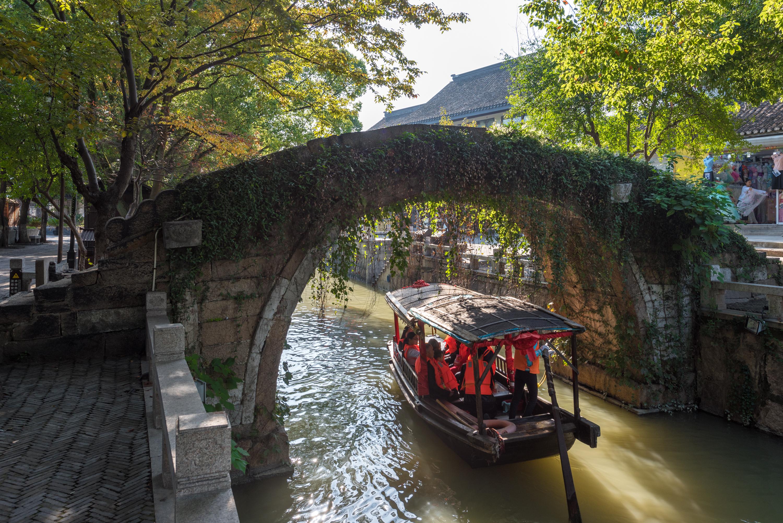 美しい水の都・蘇州(そしゅう)日帰り観光<宿泊ホテル送迎/日本語ガイド/昼食付>
