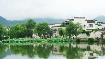 夏季雨后宏村