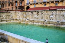 欢乐喷泉-锡耶纳-doris圈圈